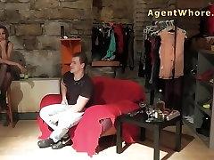 MILF aģents prostitūta dod sexy deju jauniem iesācējiem