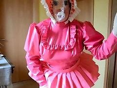 Sissy Shemale in Diaper und Breath Mask