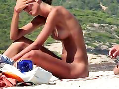 AMATEUR NUDE GIRLS IN BEACH SHOWING PUSSY NIPPLE 28