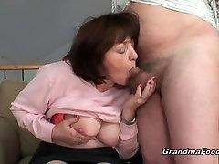 Baka je još uvijek voli penis