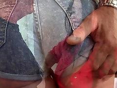 Vecais vīrs misionāru drāž savu jauno seksīgo sievu
