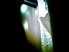 Vecāka gadagājuma Mamma vannas istabā! Amatieru slēptās cam!