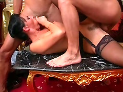 laura angel in black stockings - chatte closeup in treesome