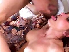 סקסית מילפית מקבלת זין שחור