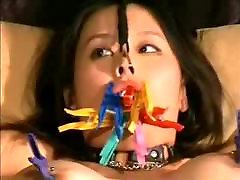 BDSM Asiática fica quente a cera em sua buceta DMvideos