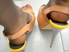 Garām Kājām, augstpapēžu kurpes un Zeķbikses
