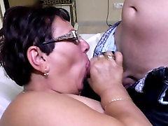 Subrendusių spermatozoidų randi xnnx motina čiulpia ir fuck jaunas meilužis