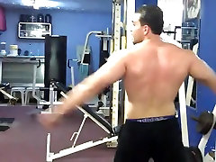 Str8 arab bodybuilder massive flexing