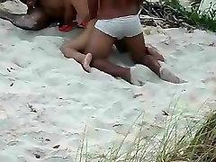 पत्नी hetain porn समुद्र तट पर