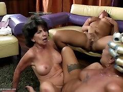 Divas seksīgas grannies fuck, jauna meitene, laba lesbo trijatā