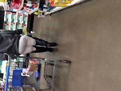 Big booty GILF in white pants vpl 1