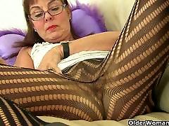 Britu vecmāmiņa Georgie pirkstiem broken porn pakistani 2019 xxx