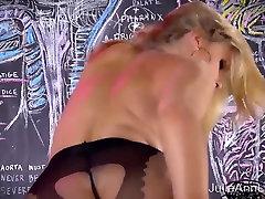 סקסית Milf ג וליה אן סוודר להקניט רצועה & סולו!