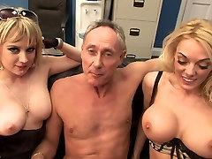 Divas seksīgas whores mīl nepieredzējis liels tauku gailis