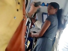 Šrilankas chubby piata biroja meitene ass autobusu