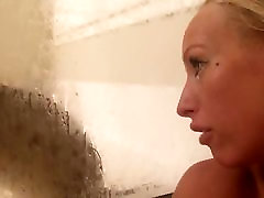 Cute girls show her pussy in bathroom
