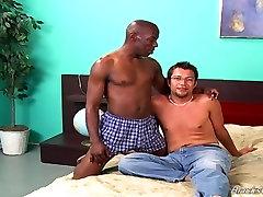 Must mees köniinsä ja fingering valge kutt