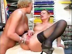 two mom sun riyal lesbians fisting pussy and ass
