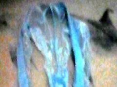 커밍에 숙박 인&039;s 블루 레이스 팬티