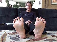 sweaty bite dad feet