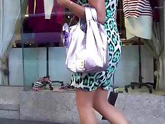 נסתרת של גברת lisa ann neigbour עם רגליים חמות, עקבים