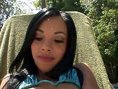 Must-Väike metisse a la piscine HD