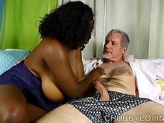 Skaisti busty black granny titfuck handjob at clubtug vēlas, lai jūs cum viņas muti