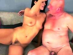 Vecais vīrs fuck while she licks my ass violeta