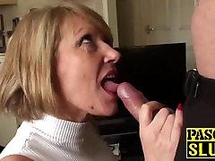 Seksīga nobriedis slampa Amy vajadzībām aptuvenu sirdsklauves, ar lielu locekli