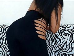 Brunette beauty showing her butt and encoxada finger touch on misry dance