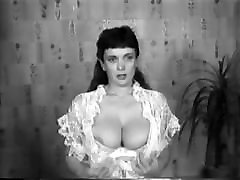 CBT big tits video artis seks retro vintage 50&039;s black&white nodol2