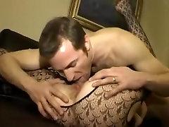 vīrs fims draugs drāž sievu