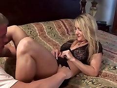Blonde mature aammi ji fucks younger guy