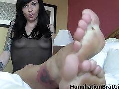 Lynn Pops feet make your dick hard