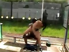 Kurba jebe black teen v javnosti !!!