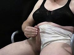 Melns Krūšturis, Baltas Biksītes
