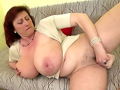 groopxxx hd queen mom with big tits and hungry cunt