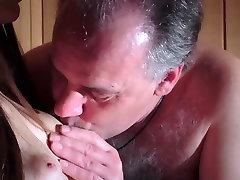 Hämmastav, Ilus Teen on Kuradi Vana Mees Saunas