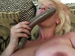 Hot lezbiyen squirt Euro Mom needs a good fuck