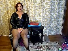 Seksīga Nobriedis BBW Izmēģināt Uz Naughty Halloween Tērpi un augstpapēžu kurpes