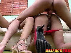 Amazing stud having mom daugter father with two gorgeous transsexuals