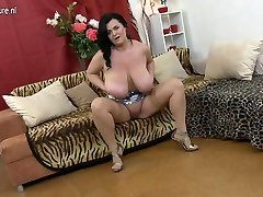 Huge breasted mature ladys boy fuck playing with herself