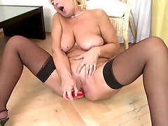 Old slut gaping pussy spread open with thirsty vagina