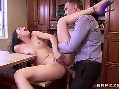 Brazzers - Cheating wife Vicki Chase loves anal