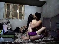 भारतीय हॉट बेब घर का बना भावुक चेहरे के साथ बकवास