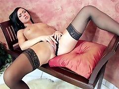 Mandy masturbates in jordi el kichen niley karim stiletto heels