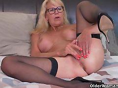 Blonde milf Bianca finger fucks her milf and lesbian trib pussy