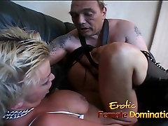 Bezkaunīgs blonda mauka ar lielām un īstām bauda daži kinky jautri