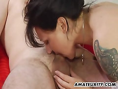 Amateur saquting pussy homemade action with cumshot on belly