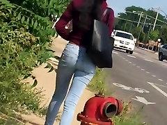 Ebony Teen Pėsčiomis Žemyn Gatvės Lil Grobis